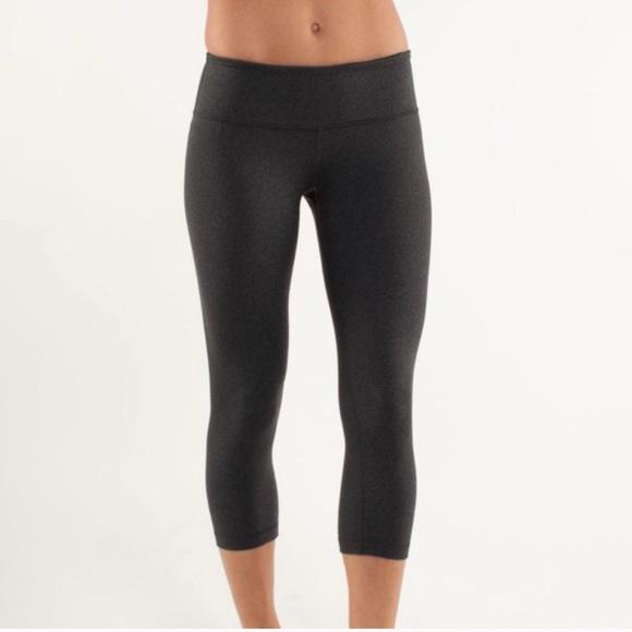 lululemon athletica Pants - LuluLemon Cropped Wunder Unders Size 6